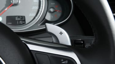 Audi R8 Spyder paddles