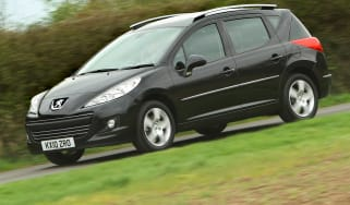 Peugeot 207 SW estate front tracking