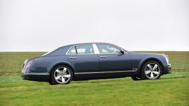 Bentley Mulsanne Speed 2017 - side tracking
