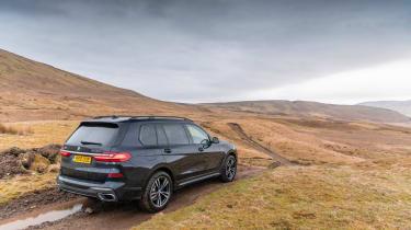 BMW X7 - rear static off-road