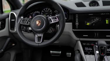 Porsche Cayenne Turbo S E-Hybrid - dash