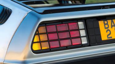 DMC DeLorean - rear lights