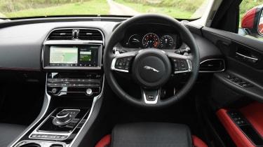 Jaguar XE S - dash