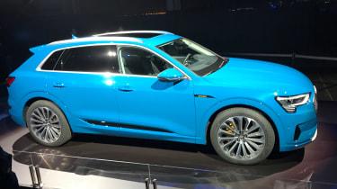 Audi e-tron - reveal side