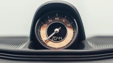 Porsche Taycan - clock