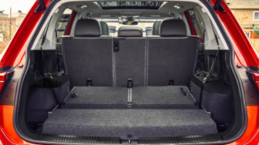 Volkswagen Tiguan Allspace - boot middle seats down