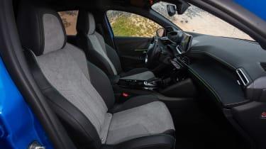 Peugeot e-208 - front seats