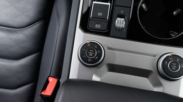 Volkswagen Touareg - centre console