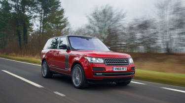 Range Rover SVAutobiography Dynamic 2017 - front tracking