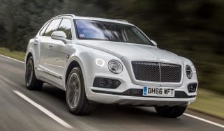 Bentley Bentayga Diesel - Ice white 2017 front tracking