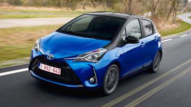 Toyota Yaris Hybrid Bi-Tone - front action
