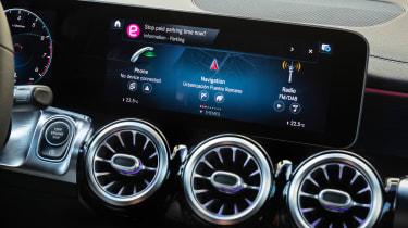 Mercedes-AMG GLB 35 - infotainment