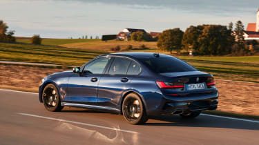 BMW M340i xDrive - rear panning