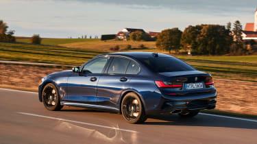 BMW M340i xDrive - rear panning