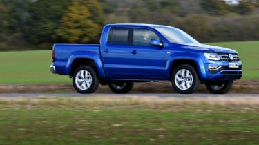 Volkswagen Amarok pick-up 2016 - side tracking 2