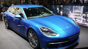 Porsche Panamera Sport Turismo show - front