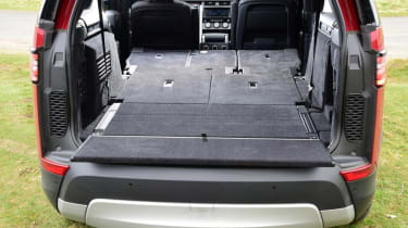 Land Rover Discovery - boot seats down
