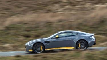 Aston Martin V12 Vantage S 2016 - panning