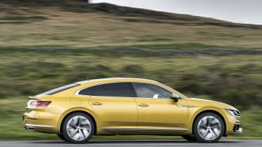 Volkswagen Arteon - side action