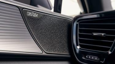 Lexus NX - speaker