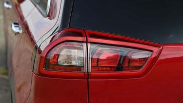 Kia Niro vs Toyota Prius - Kia Niro taillight
