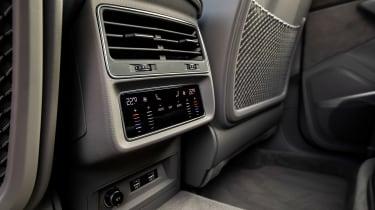 Audi Q7 - rear vents