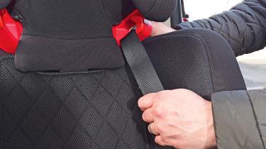 Nuna MYTI - seat belt