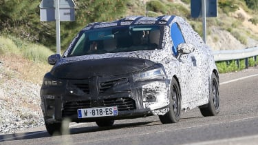 Renault Clio spied - front
