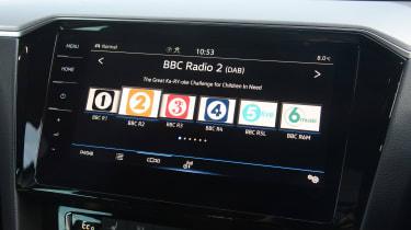 Volkswagen Passat GTE Estate - radio