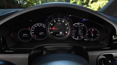Porsche Cayenne S - dials