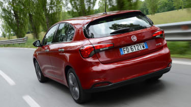 Fiat Tipo hatch 2016 - rear tracking