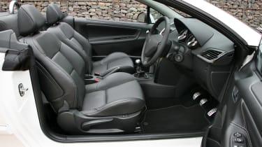 Peugeot 207CC convertible dash