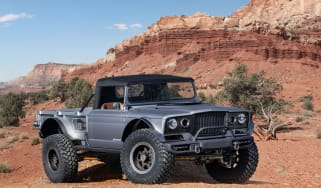 Jeep M-715 - front static