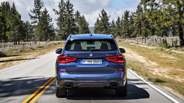 BMW X3 - full rear action