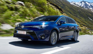 Toyota Avensis Touring Sports - front action