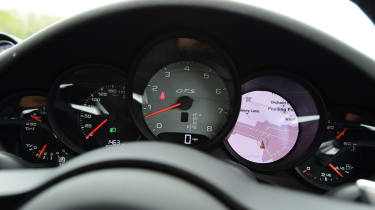 Porsche 911 GTS - dials