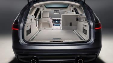 Jaguar XF Sportbrake - boot 2