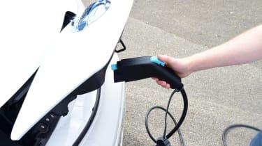 Nissan e-NV200 Combi - charging