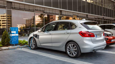 BMW 225xe - charging