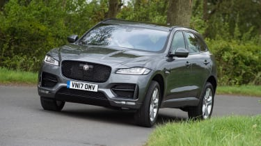 Jaguar F-Pace 25t - action