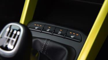 Kia Stonic - top of transmission