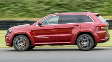 Jeep Grand Cherokee SRT - panning