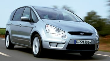 Side view of Ford S-MAX 2.5