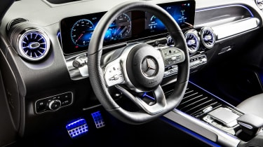 Mercedes GLB - studio steering wheel
