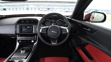 Jaguar XE - interior