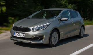 Kia Cee'd 2015 facelift - front tracking