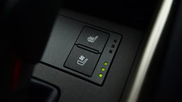 Lexus IS 300h - heated seats