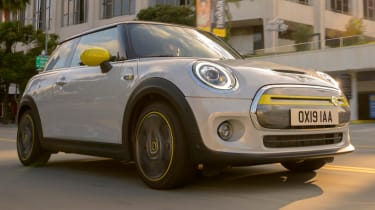 MINI Electric - front 3/4 tracking