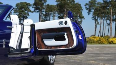 Convertible megatest - Rolls-Royce Dawn - door open