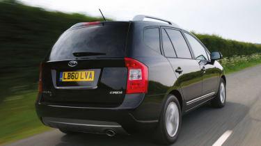 Kia Carens mpv rear tracking
